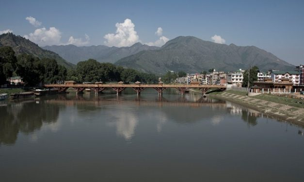 Sight Seeing Srinagar in Strife