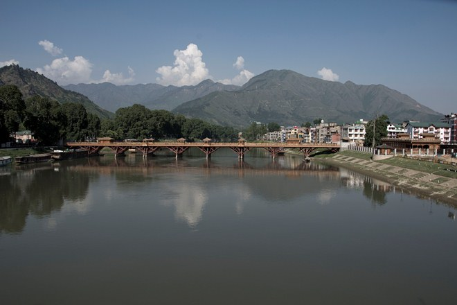 Sight Seeing Srinagar in unprecedented Strife